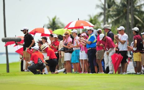 golf-event-spectators